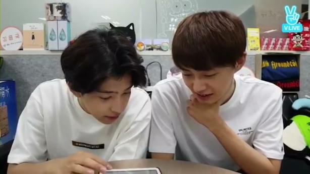 [ENG] Kim Yongguk (김용국) & Kim Shihyun (김시현) Fruit Punch Challenge (화채 도전) V App 브이앱.mp4_001969366